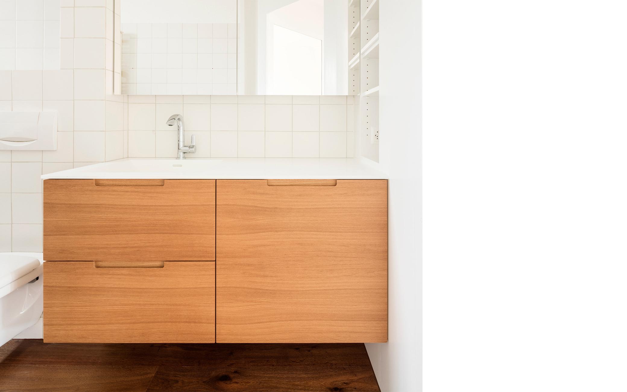 Griffloses Badezimmermöbel