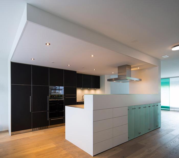 Wohnzonen im offenen Raum – Schneider Innenausbau AG