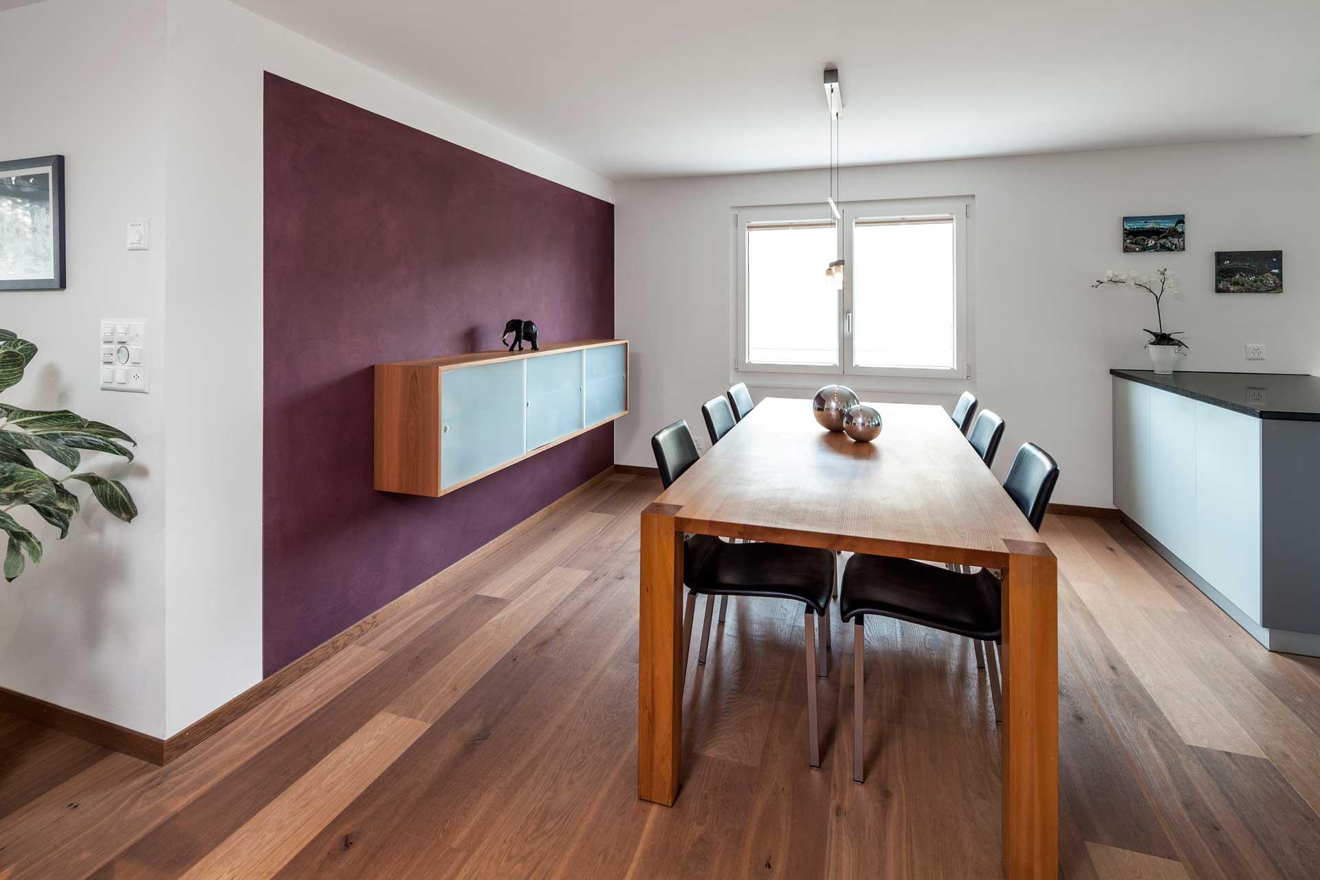 Freih ngendes sideboard und massivholz tisch schneider for Schneider innenausbau